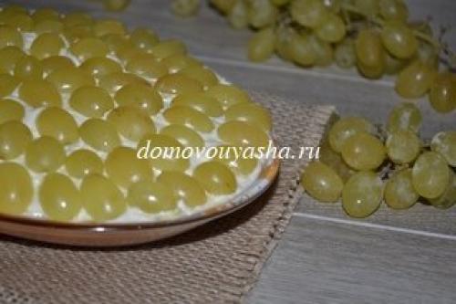 Салат с виноградом и курицей и грецкими орехами и сыром рецепт. Салат Тиффани с виноградом, курицей и орехами