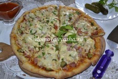 Начинка Для пиццы с колбасой и солеными огурцами. Пицца с солеными огурцами и колбасой