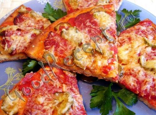 Пицца рецепт с колбасой и сыром и помидорами солеными огурцами рецепт. Пицца рецепт с колбасой и сыром и помидорами солеными огурцами