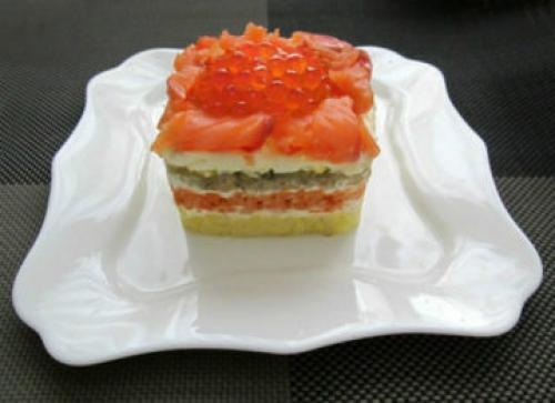Семга под шубой с зеленым луком. Салат «Под шубой» с семгой: лучшие рецепты от кулинаров