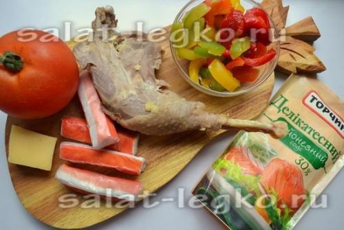 Салат из курицы с крабовыми палочками и болгарским перцем и помидорами. Салат с курицей и крабовыми палочками «Жозефина»