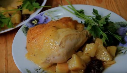 Как вкусно приготовить курицу в духовке кусочками с картошкой в духовке. Рецепт курицы, приготовленной целиком с картошкой и черносливом в рукаве