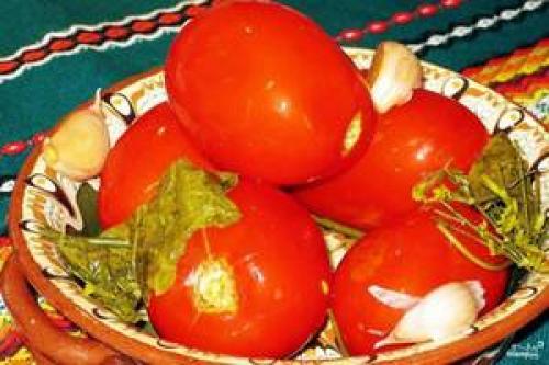 Соленые помидоры в пластиковой бочке. Засолка помидор в бочке (бабушкины рецепты)