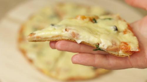 Студенческая пицца на сковороде. Пицца на сковороде за 5 минут. Простой рецепт быстрой пиццы на завтрак