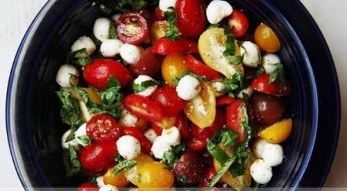Салат с болгарским перцем. Изысканный салат с моцареллой и болгарским перцем