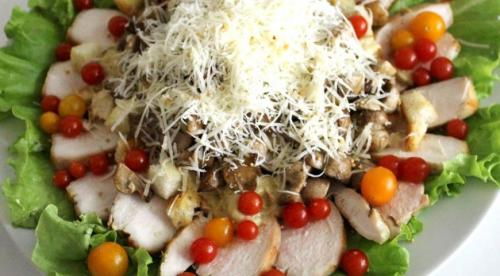 Салат Цезарь с курицей и грибами рецепт. Салат Цезарь с курицей и грибами