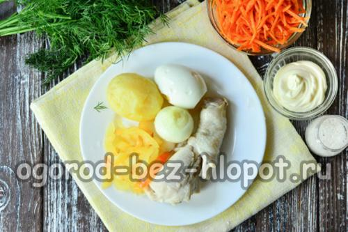 Салат с курицей болгарским перцем и корейской морковью. Салат из моркови по-корейски с курицей и болгарским перцем