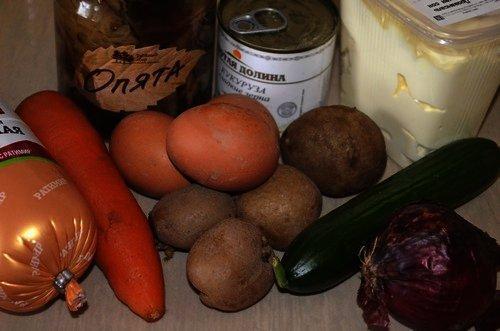 Салат с колбасой и маринованными опятами. Очень вкусный салат с маринованными опятами и колбасой — фото рецепт