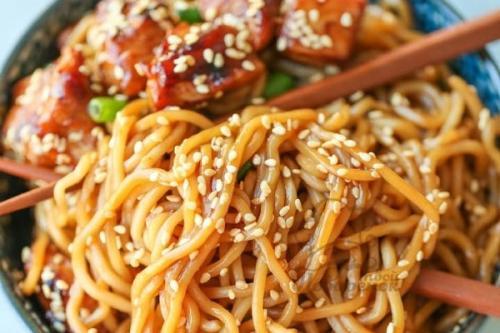 Спагетти с курицей и соусом терияки. Спагетти с курицей под соусом Терияки