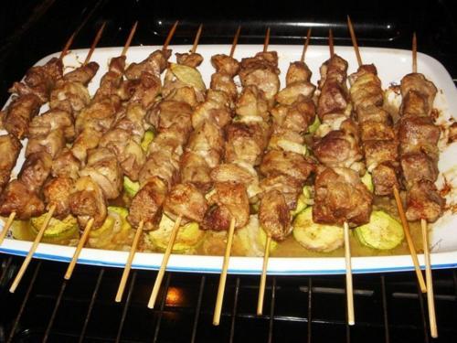 Шашлык с картошкой в духовке на протвине. Свиной или куриный шашлык с картошкой в духовке на шпажках