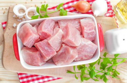 Тушеная капуста с рисом и мясом на сковороде. Готовим в духовке