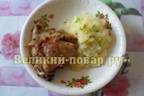 Курица жареная с пюре. Курочка жареная с картофельным пюре