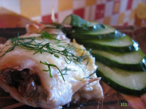 Запеченные кальмары с грибами с сыром. Кальмары, фаршированные грибами, запеченные в сливках под сырной корочкой