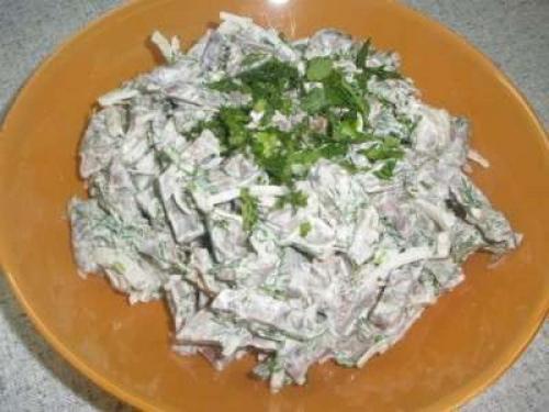 Слоеный салат с сердцем свиным. Салат с сердцем свиным рецепты