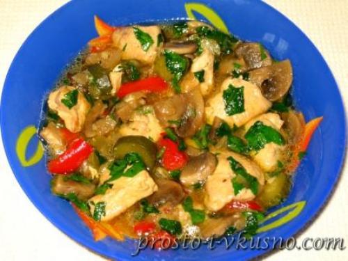 Грудка куриная с овощами и грибами. Куриное филе с шампиньонами и маринованными огурчиками