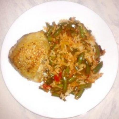 Курица со стручковой фасолью и рисом. Курица с зеленой фасолью и рисом.