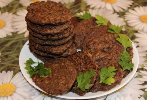 Печеночные оладьи пышные рецепт. Оладьи печеночные из говяжьей печени с рисом