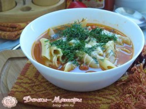 Макароны с консервированной фасолью в томатном соусе
