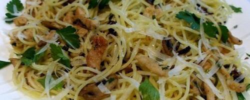 Спагетти с индейкой и грибами в сливочном соусе. Спагетти с индейкой в сливочно-грибном соусе – рецепт