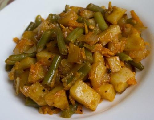 Стручковая фасоль с курицей и картошкой. Тушеный картофель со стручковой фасолью, луком и морковью