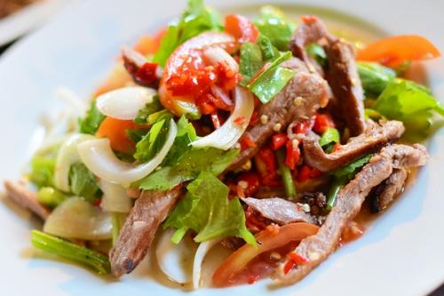 Салат шампиньоны болгарский перец. Мясной салат с болгарским перцем и шампиньонами