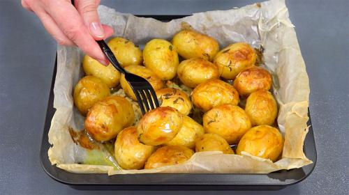 Картофель в духовке на пергаменте. Картофель в пергаменте. Неделю уже готовлю - и всё равно едят с удовольствием!
