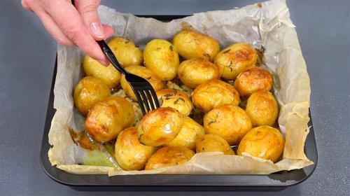 Картошка запеченная в духовке в пергаменте. Картофель в пергаменте. Неделю уже готовлю - и всё равно едят с удовольствием!
